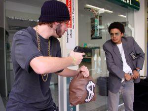 325800_bank_robbery_1